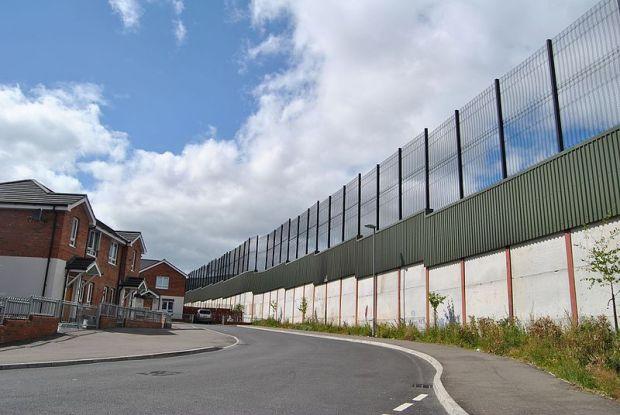 peace_walls...of_belfast_-_northern_ireland_-_panoramio
